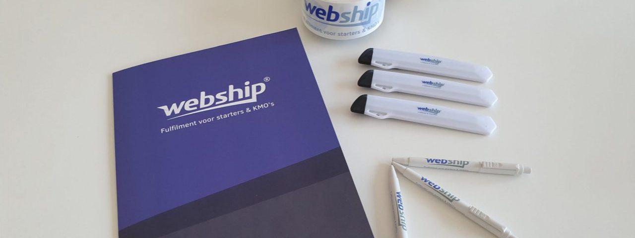 Webship gadgets op een tafel