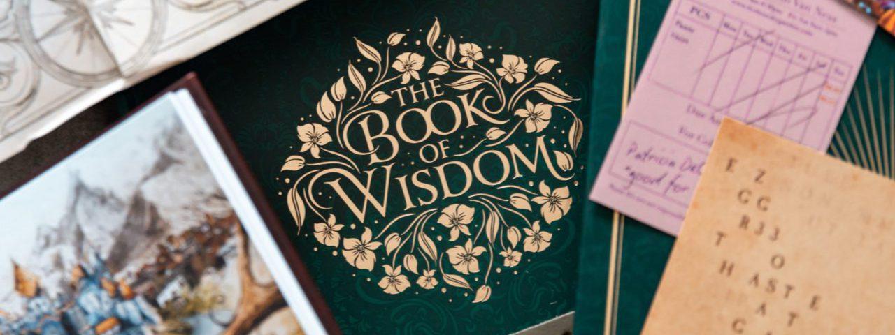 Decoratieve letters op een boek