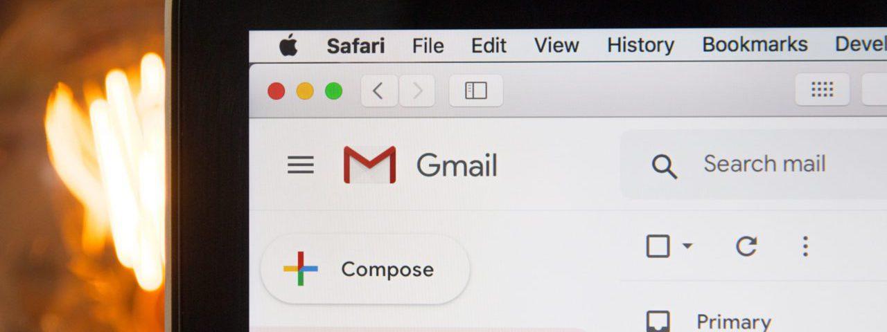 Gmail web applicatie op een laptop scherm